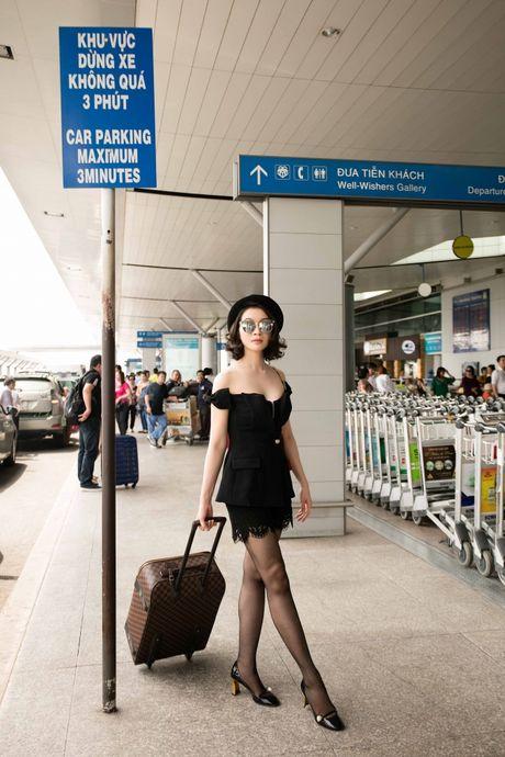Dien do chat lu, MC Thanh Mai tre trung nhu moi doi muoi tai san bay - Anh 9