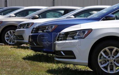 Volkswagen tiep tuc vuong be boi khi thai voi dong xe chay xang - Anh 1