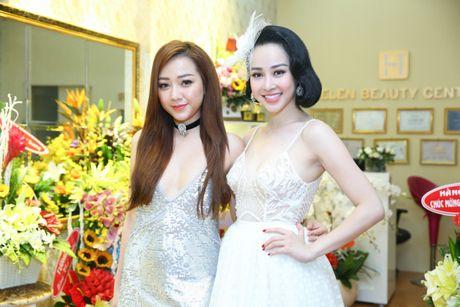 Bao Thy, Bang Di 'dung hang' vay ngan khoe eo thon tai su kien - Anh 5