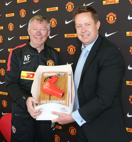 27 nam tai M.U, Sir Alex dung 'may say toc' co dung 6 lan - Anh 2