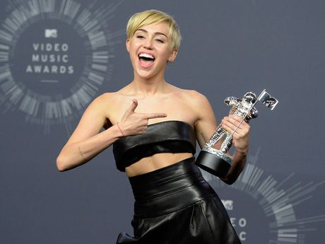 Miley Cyrus khoc nhu mua sau that bai cua ba Hillary Clinton - Anh 2