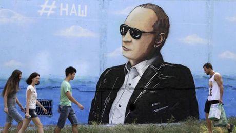 Nga bat giu nhom khung bo tu Ukraine am muu pha hoai Crimea - Anh 1