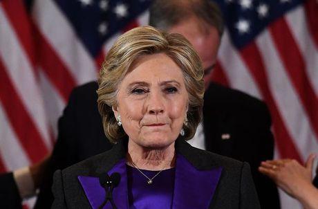 Vi sao ba Clinton mac ao tim phat bieu sau tranh cu? - Anh 1