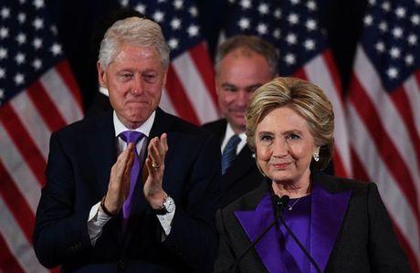 Vi sao ba Clinton mac ao tim phat bieu sau tranh cu? - Anh 2