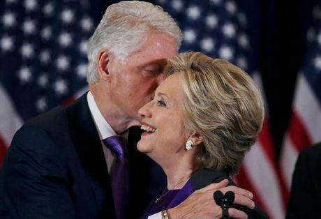Vi sao ba Clinton mac ao tim phat bieu sau tranh cu? - Anh 3