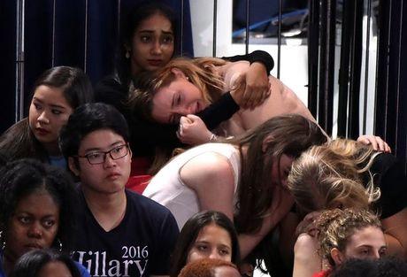 Vi sao ba Clinton mac ao tim phat bieu sau tranh cu? - Anh 4
