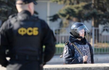 Nga bat giu cac doi tuong pha hoai tinh nghi nguoi Ucraina tai Crimea - Anh 1