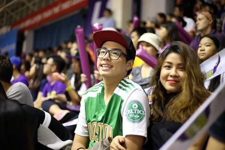 Fan nu chay het minh vi doi bong cua bau Tu - Anh 6