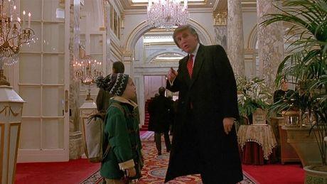 Ngo ngang hinh anh Donald Trump tung xuat hien trong nhieu bo phim - Anh 2