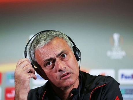 Man United that bai vi thieu 'chat Mourinho'? - Anh 2