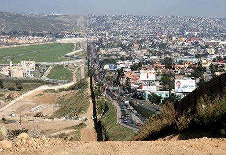 Mexico tuyen bo khong tra tien xay buc tuong bien gioi voi My - Anh 1