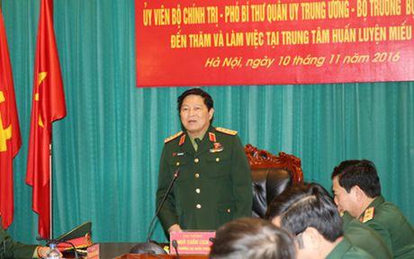 Dai tuong Ngo Xuan Lich lam viec tai Trung tam huan luyen Mieu Mon - Anh 1