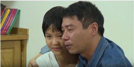 Cong Ly bat khoc, om con nghen ngao noi loi xin loi - Anh 3