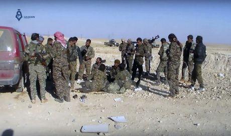 Syria: Hon 5.000 nguoi so tan khoi thanh tri cuoi cung cua IS - Anh 1