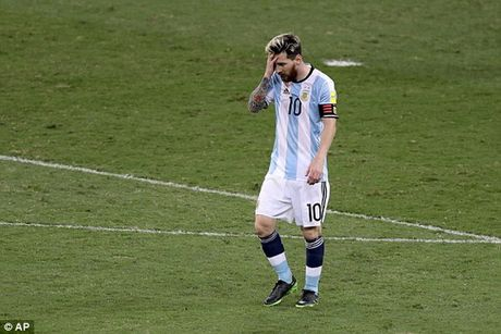 Argentina tham bai truoc Brazil trong ngay Lionel Messi tro lai - Anh 1