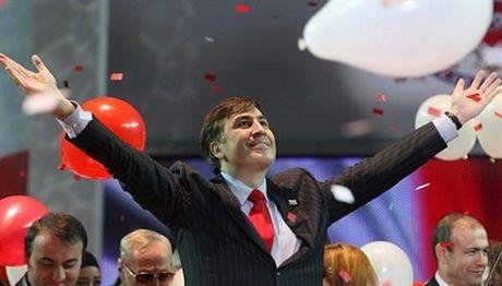 'Bat' lai Poroshenko, Saakashvili bi sa thai - Anh 1