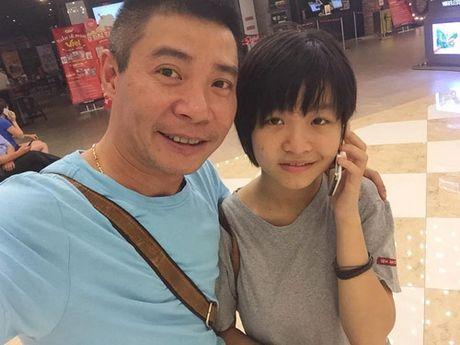 Clip: Dien vien Cong Ly om con gai, khoc nuc va xin loi con - Anh 1