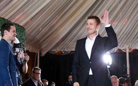 Brad Pitt cuoi guong gao trong ngay ra mat phim - Anh 2