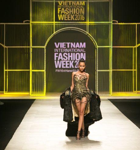 Sieu mau Thanh Hang xung tam 'dang cap la mai mai' - Anh 4
