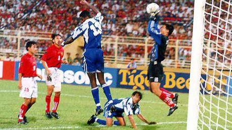 Tiger Cup 1998: Giai dau tiec nuoi nhat cua bong da Viet Nam - Anh 2