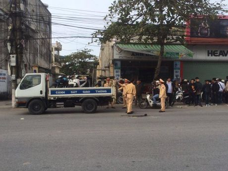 Thai Binh: Xe cau bo chay sau khi va cham khien nu sinh tu vong - Anh 1