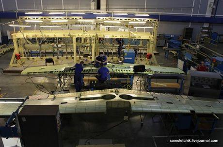 Bat ngo day chuyen san xuat may bay Yak-152 cua Nga - Anh 10
