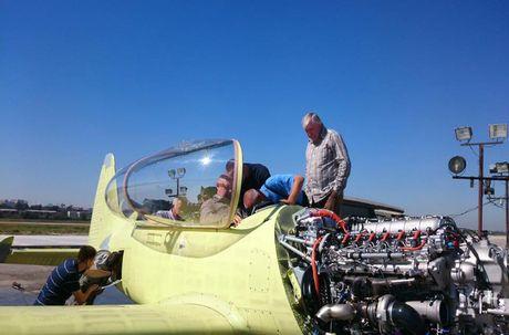 Bat ngo day chuyen san xuat may bay Yak-152 cua Nga - Anh 14