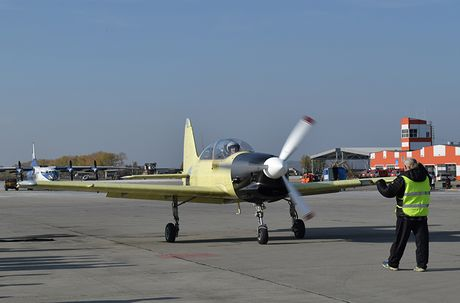 Bat ngo day chuyen san xuat may bay Yak-152 cua Nga - Anh 15