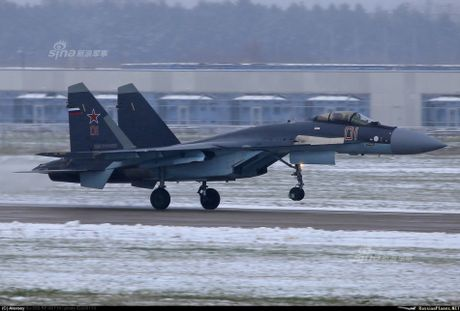 Theo doi phi cong Trung Quoc bay Su-35 o Nga - Anh 2