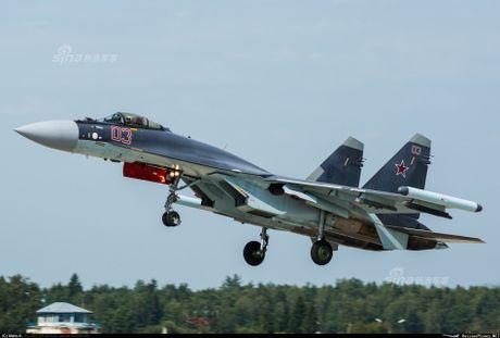 Theo doi phi cong Trung Quoc bay Su-35 o Nga - Anh 4