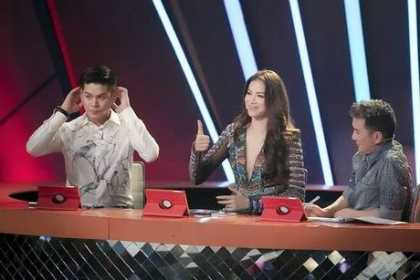 Soi nhan sac that cua Pham Huong khi bi fan chup len - Anh 7