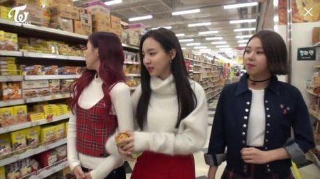 Giua bao scandal, Na Yeon TWICE duoc fan khen la 'nguoi ban trong mo' - Anh 2