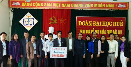 Dai hoc Hue den voi vung lu: Am tinh mien Trung - Anh 2