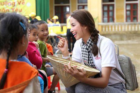 Ba con Ha Tinh se nho mai Pham Huong - co hoa hau di dep le, doi non la ve vung lu - Anh 1