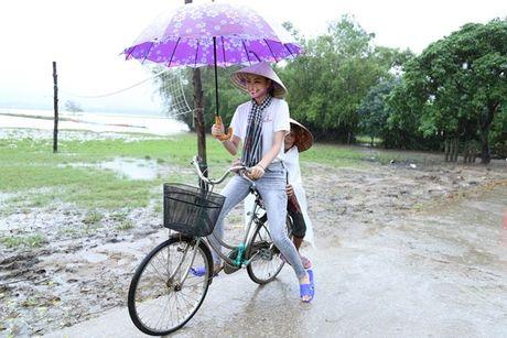 Ba con Ha Tinh se nho mai Pham Huong - co hoa hau di dep le, doi non la ve vung lu - Anh 4