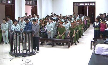 Hon 100 nam tu cho cac bi cao trong vu 'soi bac khung' o Quang Ninh - Anh 1