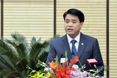 Chu tich Ha Noi: Khan truong lam ro vu can bo danh tien si 76 tuoi - Anh 1