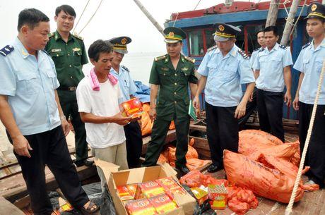 Hai quan Quang Ninh: No luc tang thu chang nuoc rut - Anh 1