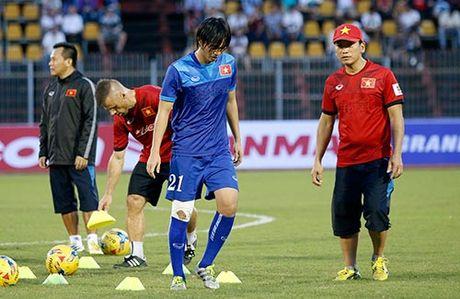 DT Viet Nam: Huu Thang cu 5 tro ly cham soc Tuan Anh - Anh 12