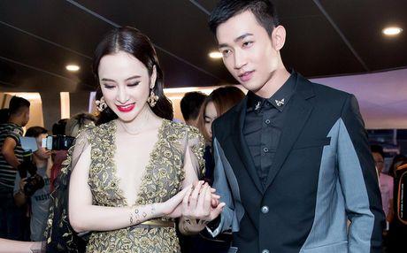 Angela Phuong Trinh dien vay xe tao bao trong buoi ra mat phim moi - Anh 1