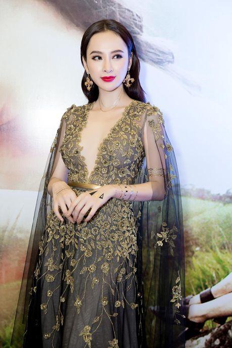 Angela Phuong Trinh dien vay xe tao bao trong buoi ra mat phim moi - Anh 2
