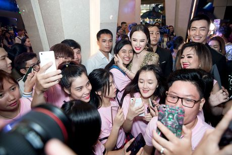 Angela Phuong Trinh dien vay xe tao bao trong buoi ra mat phim moi - Anh 6