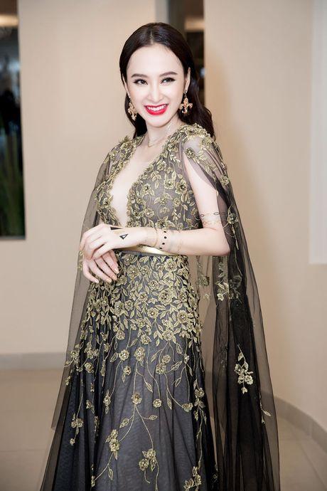 Angela Phuong Trinh dien vay xe tao bao trong buoi ra mat phim moi - Anh 7