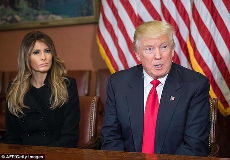 Phu nhan Trump tinh tu nam tay chong trong toa nha Quoc hoi - Anh 9