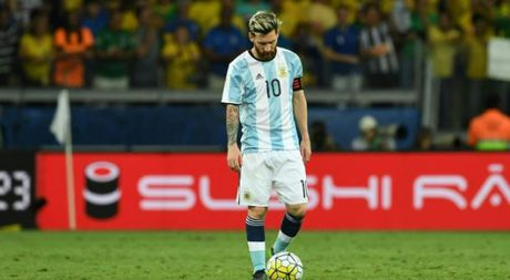 Messi bi co lap tai tuyen Argentina trong tran thua Brazil 0-3? - Anh 1