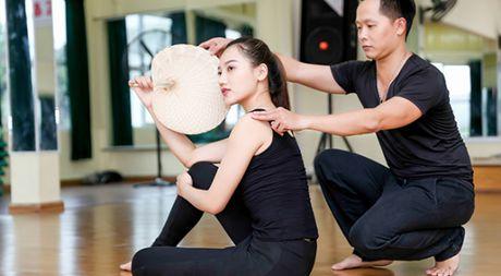 A hau Thu Thao tap mua cho phan thi tai nang Hoa hau chau A-Thai Binh Duong 2016 - Anh 1