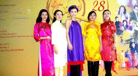 Chuong trinh Duyen dang Viet Nam 28 dam da sac xuan tai ngo khan gia - Anh 1