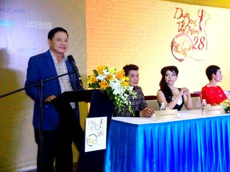 Chuong trinh Duyen dang Viet Nam 28 dam da sac xuan tai ngo khan gia - Anh 2