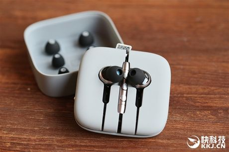 Can canh tai nghe Xiaomi Piston 3 Pro vua ra mat - Anh 2