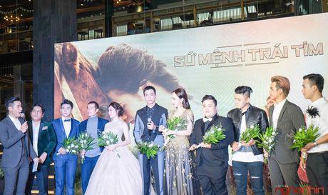 Angela Phuong Trinh goi cam du ra mat 'Su menh trai tim' - Anh 4